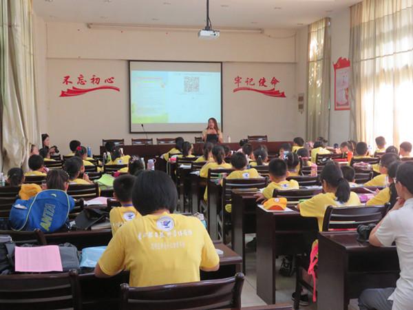 6月30日在植物园为滨东小学学生开展自然笔记讲座
